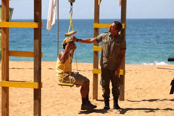 Antes de dar el banderazo de salida, Michel pesó a los concursantes en u...