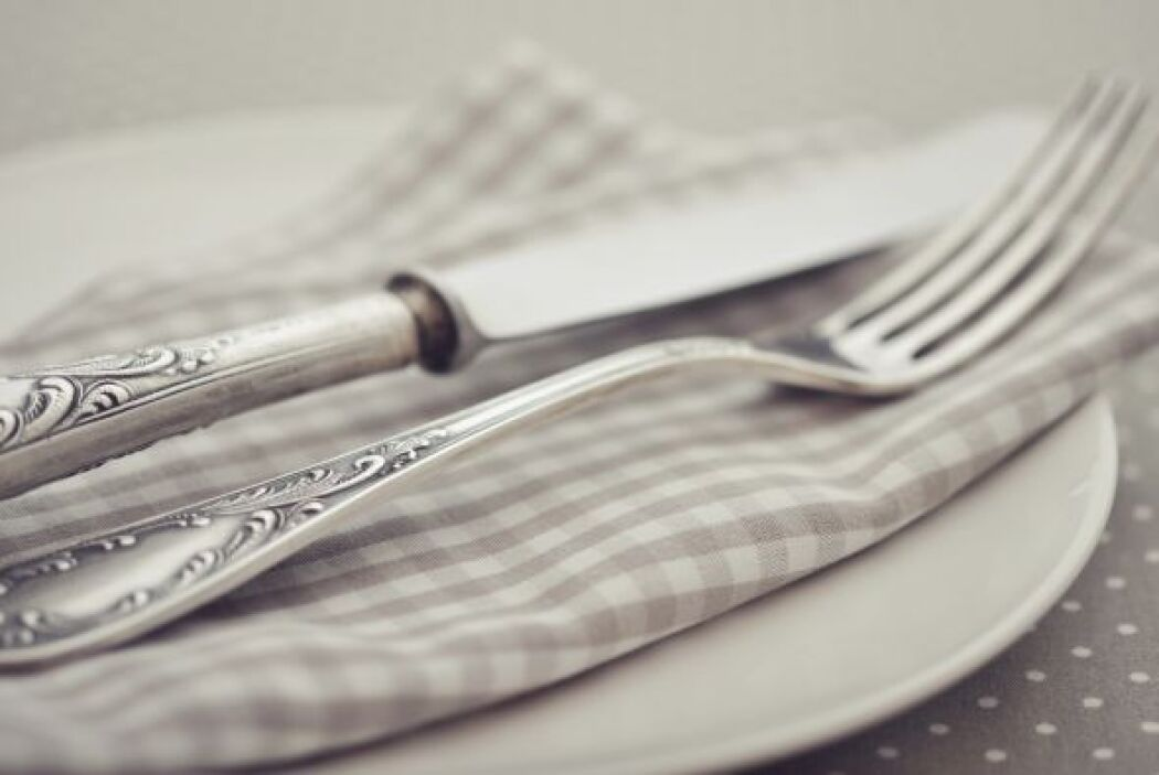 7. Un juego de cubiertos elegante te complementará la vajilla y cristale...
