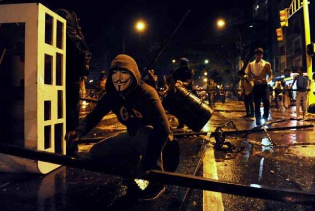 Los manifestantes bloquearon calles y avenidas principales con cualquier...