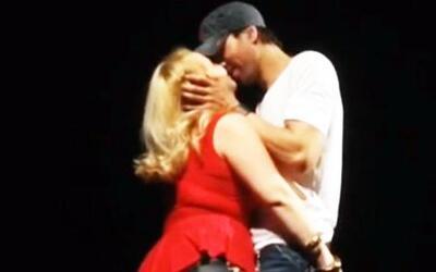 ¿Quién besó y apapachó a Enrique Iglesias?