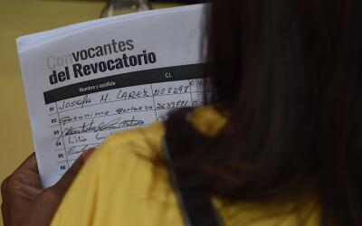 Una hoja de recolección de firmas en Caracas.