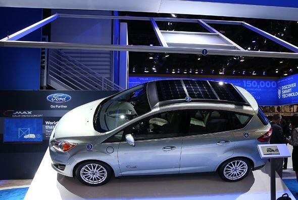 Ford presentó un prototipo que utiliza energía solar.