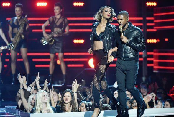 Usher se encueró, a lo que nos referimos, es que apostó por el cuero en...