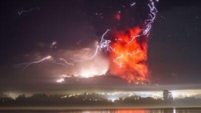 La segunda erupción del voklcán Cabulco registrada el jueves a eso de la...