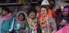 Edward Norton de fiesta en Bolivia con Evo Morales.