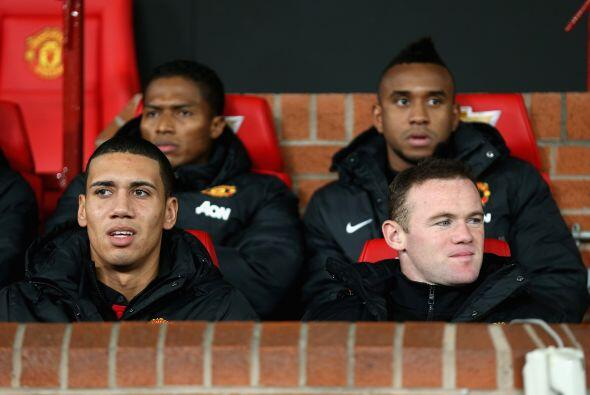 Algunas figuras como Wayne Rooney se quedaron en el banquillo de suplentes.