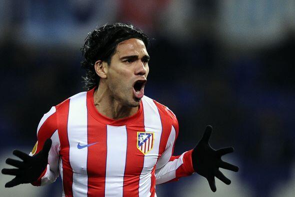El colombiano Radamel Falcao hizo de las suyas marcando el segundo gol d...