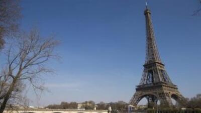 La Torre Eiffel y el Museo del Louvre eran dos de los objetivos principa...