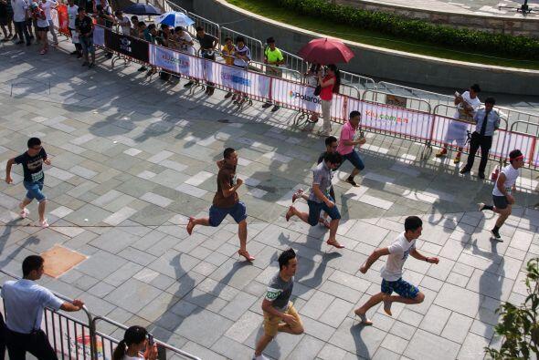 Muchos hombres han corrido en tacones como forma de protesta o en alguna...