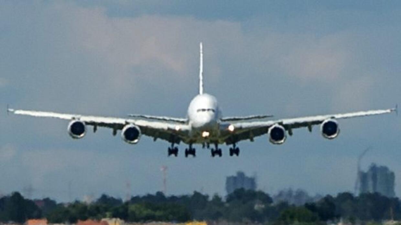 """""""Un boleto de avión""""-Velo Alicea."""