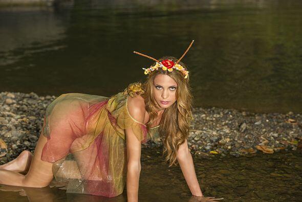 Natalia Fensel de Argentina se montó una rana al hombro. (Foto po...