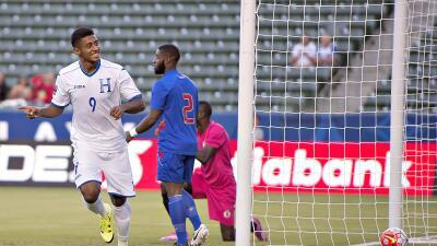 Anthony Lozano celebra el gol del triunfo de Honduras.