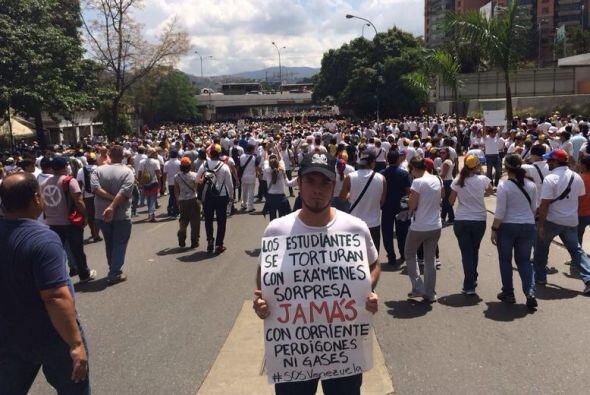 La marcha de los estudiantes universitarios hacia la Comisión Nac...