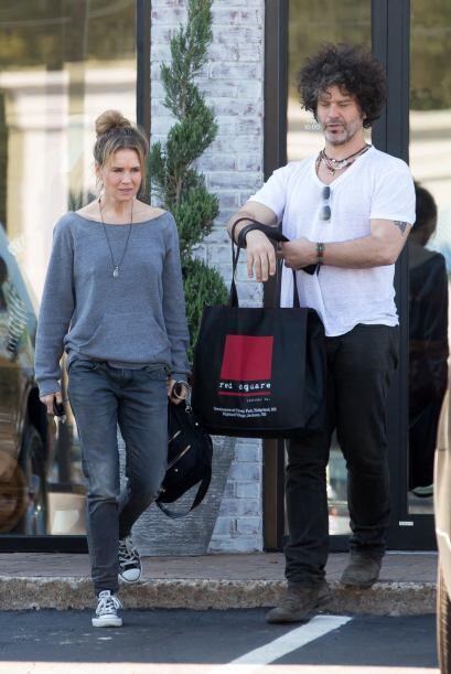 Se le ve muy feliz y relajada junto a su novio Doyle Bramhall II.