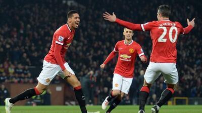 El defensa central anotó dos goles en la victoria del Manchester United.