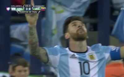 Goooolll!! Lionel Andrés Messi mete el balón y marca para Argentina
