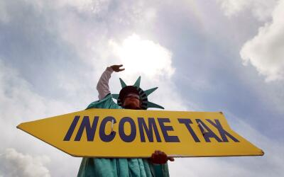 La fecha límite para presentar impuestos este año es el 18...