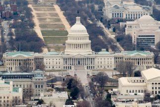 Los hispanos de Estados Unidos están inconformes con el estancamiento de...