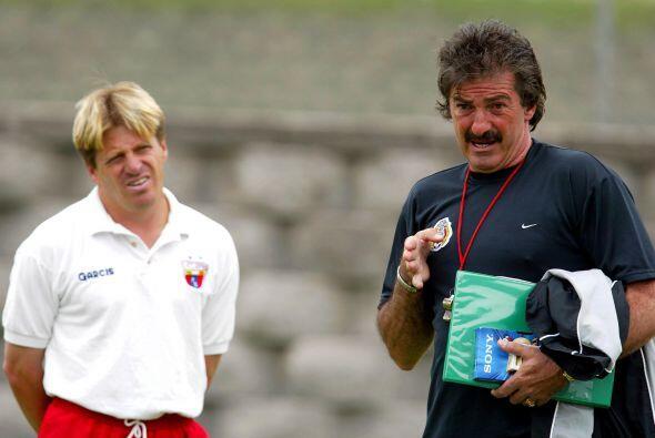 """El """"Piojo"""" busca convertirse en el segundo entrenador en cumplir todo un..."""