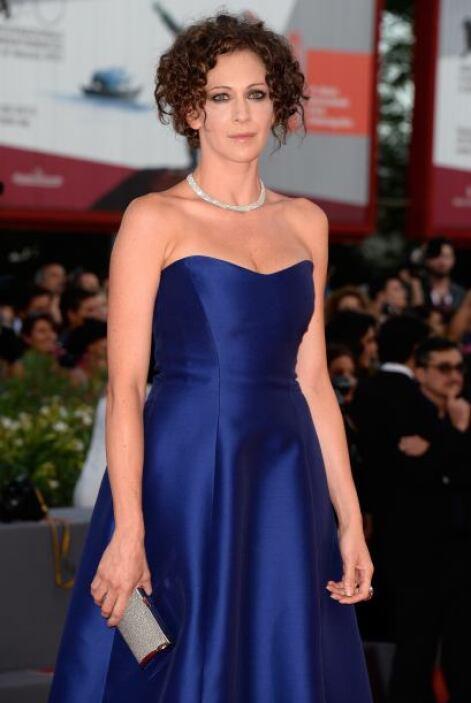 Kseniya Rappoport con un 'look' despeinado con un bonito vestido strapless.