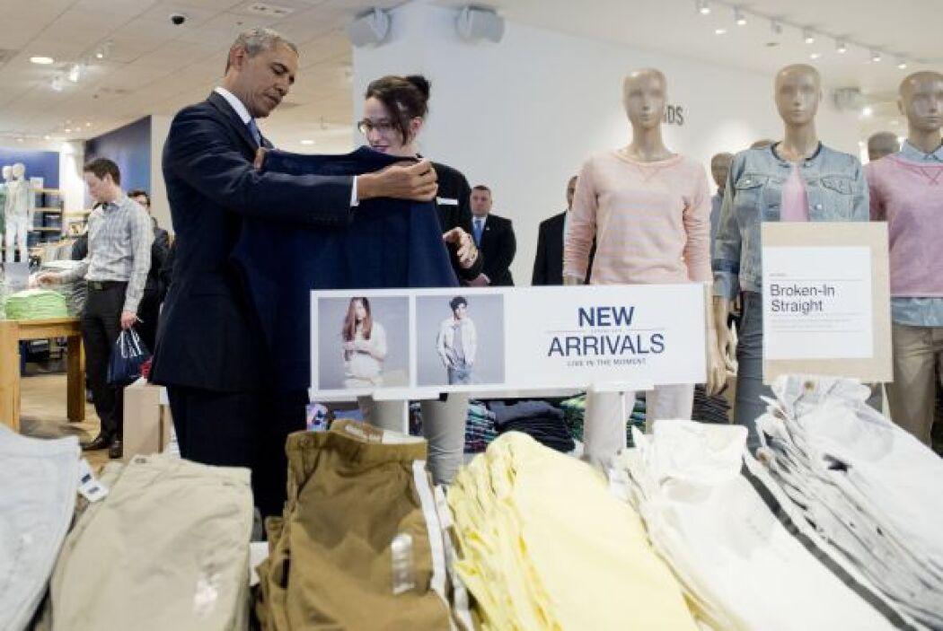 El presidente Barack Obama entró a una tienda de ropa en Nueva York para...