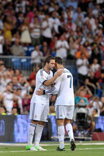 Ronaldo tuvo que dejar la cancha y en su lugar ingresó Gonzalo Higuaín.