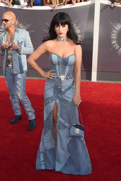 Katy Perry nos demostró que la mezclilla no siempre se ve bien, y menos...