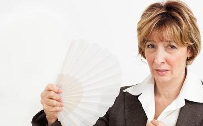 ¿Cómo se pueden combatir los síntomas de la menopausia?