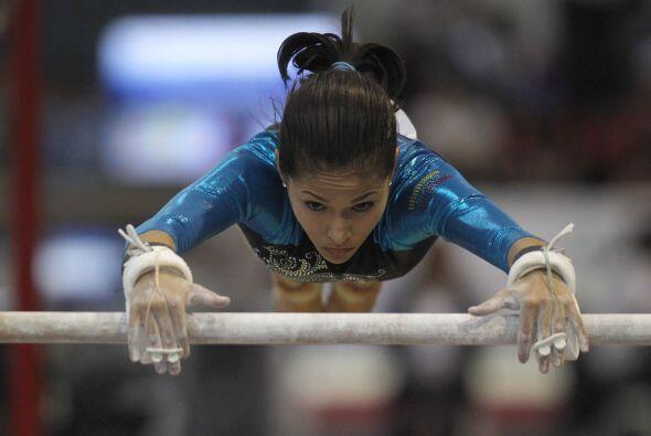 Por Venezuela, la gimnasta Jessica López triunfó en la prueba de barras...