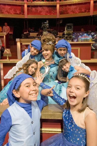 Gloria Trevi llegó acompañada de sus duendes.