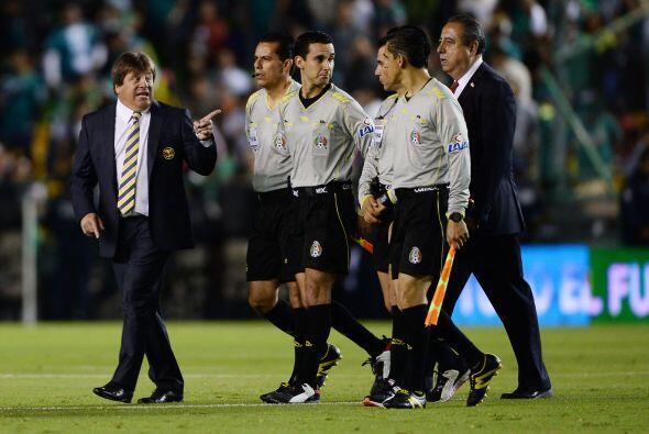 Miguel Herrera criticó en varias ocasiones a los árbitros estando en dif...