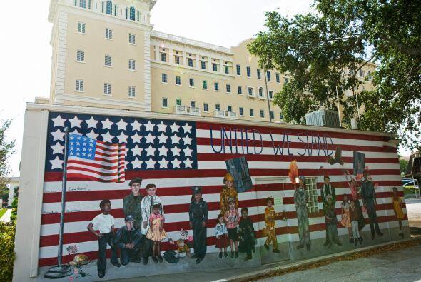 También en Clearwater está el Flag Building, que ocupa una manzana que t...