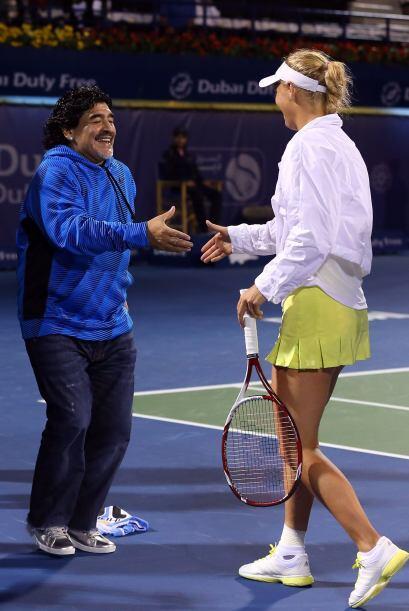 Unos días antes, Maradona conoció en las pistas a la danesa Caroline Woz...