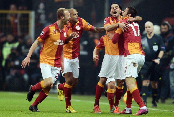 Y así lo hizo en el minuto 12 con un gol de Burak Yilmaz.