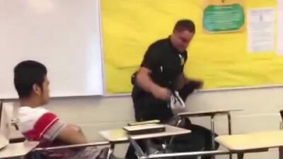 FBI investigará incidente entre policía y alumna captado en video