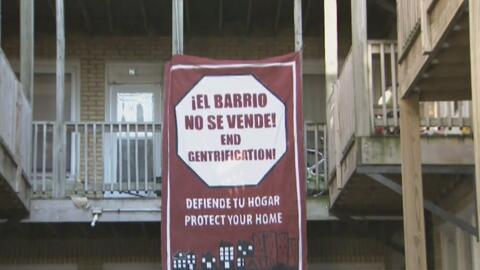 Abogados y vecinos apoyan a 25 familias hispanas que deben desalojar edi...