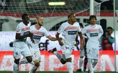 Gabriel Silva celebra su gol para el Carpi