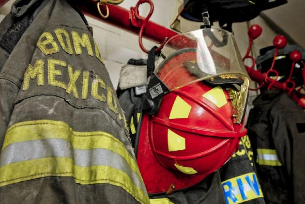 Orgulloso de formar parte del grupo de bomberos de México.
