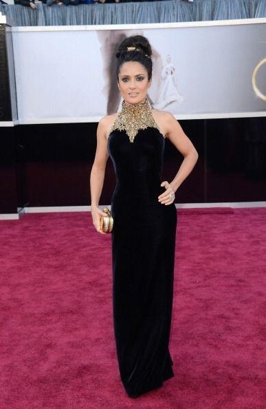 Salma Hayek ha lucido fabulosa con vestidos más largos. La tela n...