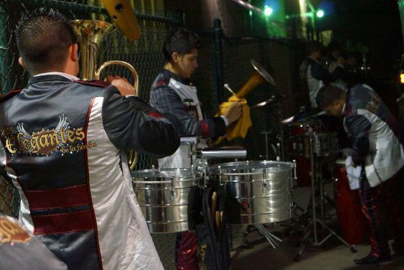 Agrupaciones musicales en Los Ángeles hay muchas, y los músicos soñadore...