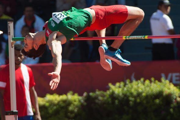Al mexicano Édgar Alejandro Rivera de poco le sirvieron sus 2.21 metros...