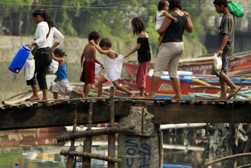 En el caso de Filipinas, hasta 1.7 millones de niños podrían quedar damn...