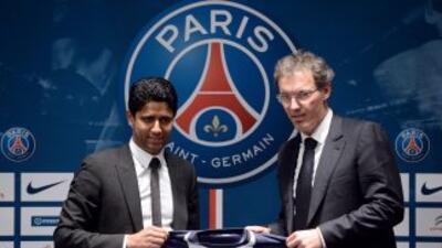 El dueño del PSG,Nasser Al-Khelaifi, presentó a Blanc, nuevo entrenador...