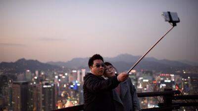 El Selfie Stick es sumamente popular.