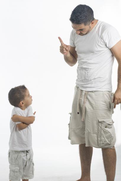 Así, muchos padres que se valen de 'insinuaciones' o castigos pue...