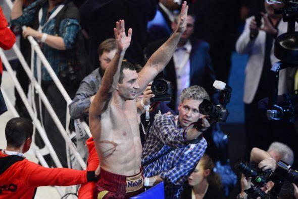 Wladimir Klitschko ganó sin problemas al polaco Marousz Wash para retene...