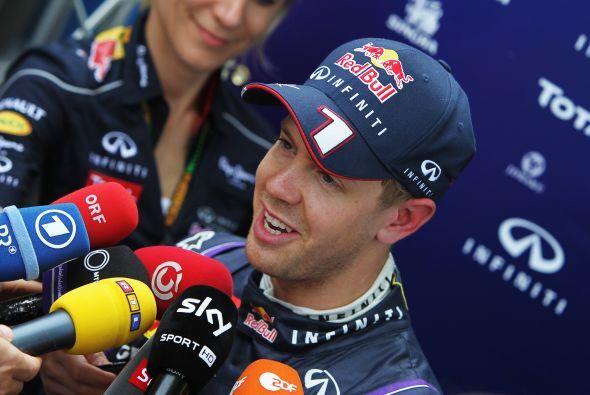 Vettel mostró su buen humor habitual con los medios.