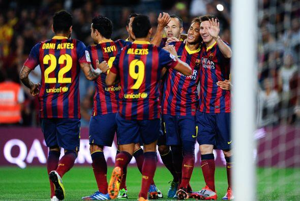 Gran jugada del brasileño para centrar ante la llegada de Lionel, quien...