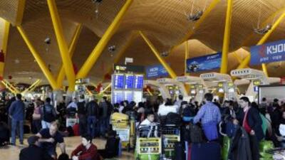 La huelga de controladores aéreos en España puso en jaque al gobierno y...