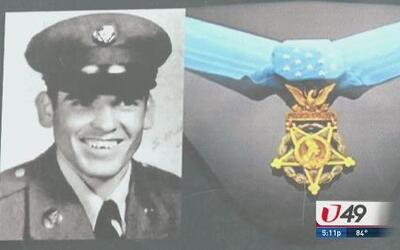 Homenaje póstumo a soldado hispano
